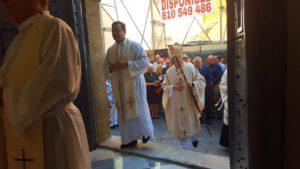 Apertura de la Puerta lateral del Templo que estaba más de 150 años cerrada. Preside Exmo. Rvdo. Sr. Don José Manuel Lorca Planes Obispo de la Diócesis de Cartagena